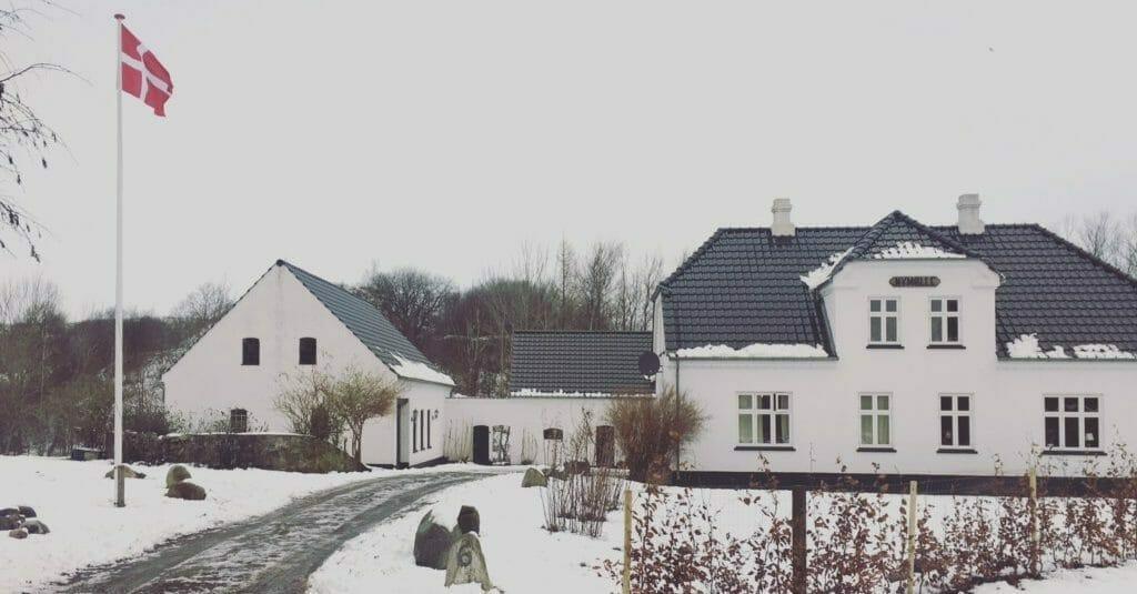 bondegård sne flagstang