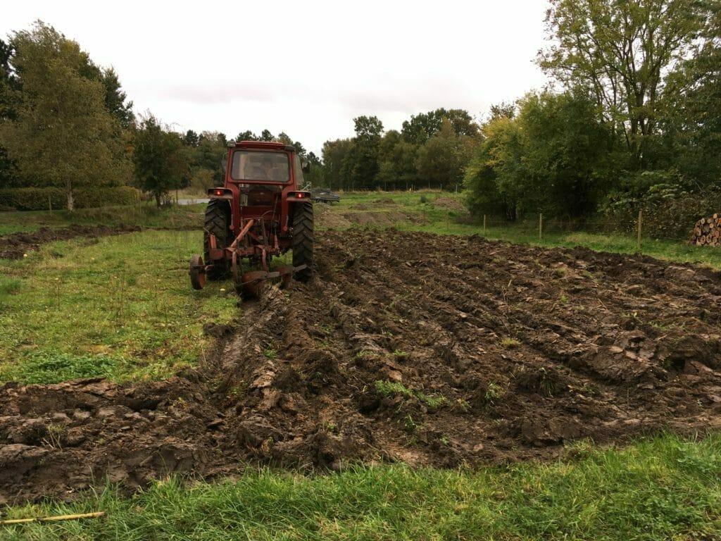 traktor plov pløjning