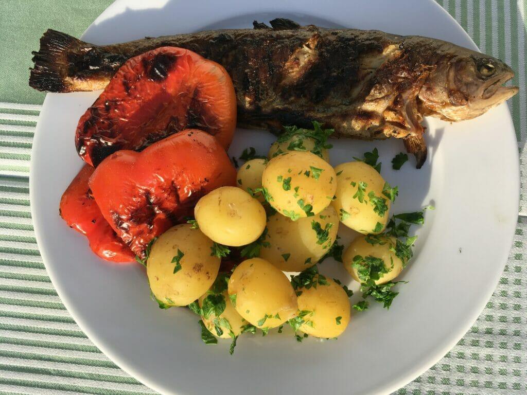 fisk grillet nye kartofler