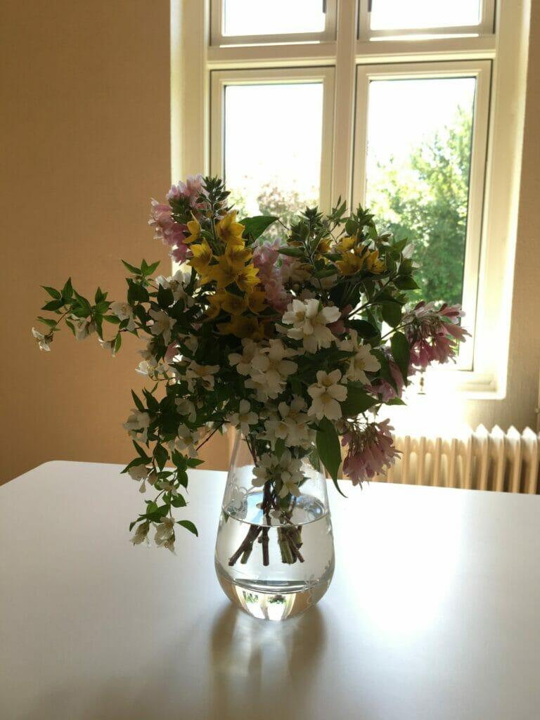 buket blomster vase