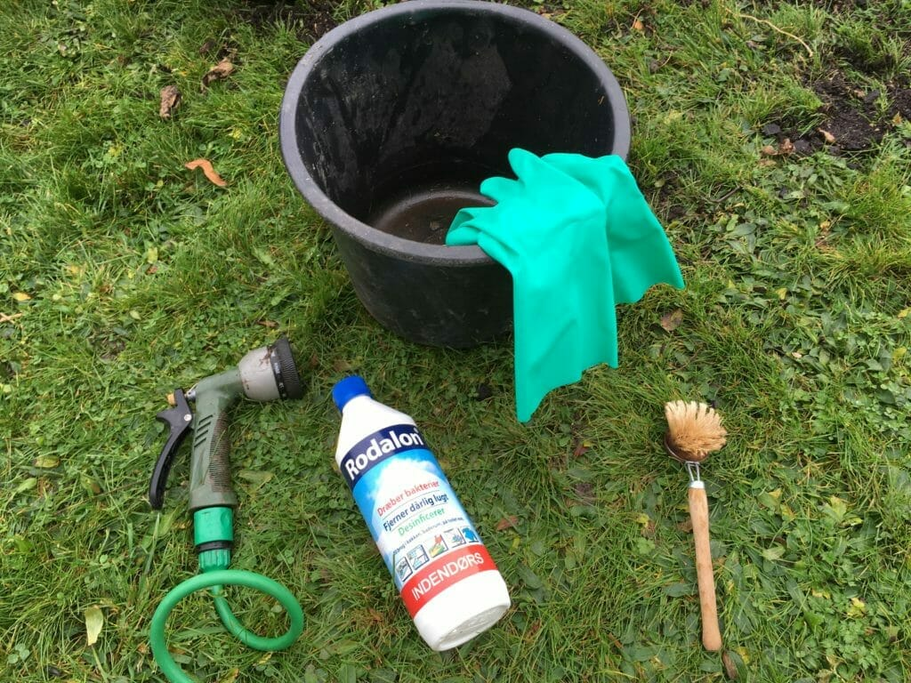 rengøring af potter handsker spand rodalon