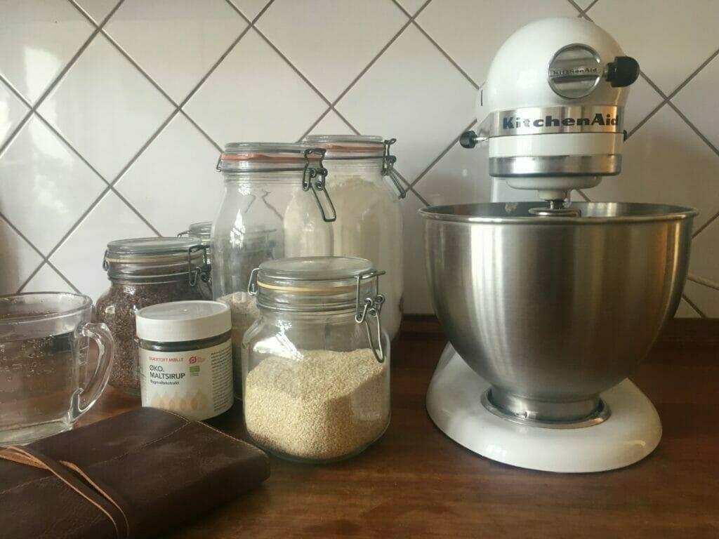 rugbrød opskrift bagning hjemmebagt