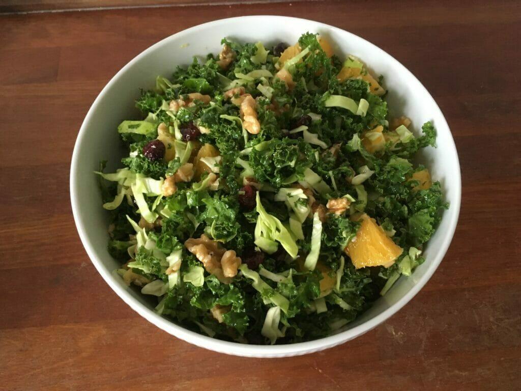 grønkålsalat til lamme frikadeller
